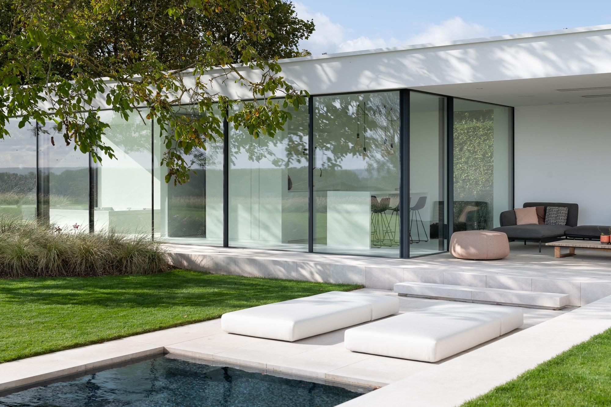 Poolhouse met prachtig uitzicht